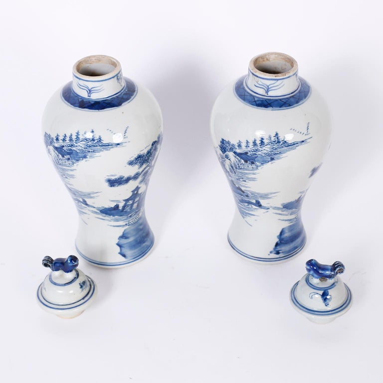 Chinese Pair of Blue and White Porcelain Lidded Jars For Sale