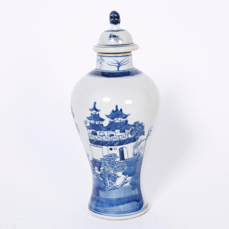 Pair of Blue and White Porcelain Lidded Jars In Good Condition For Sale In Palm Beach, FL