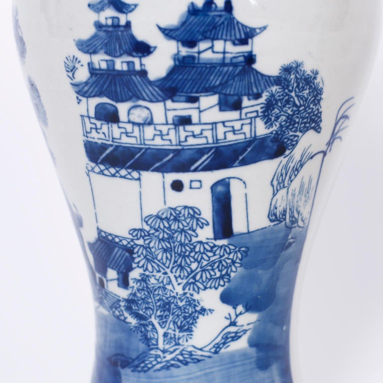 20th Century Pair of Blue and White Porcelain Lidded Jars For Sale