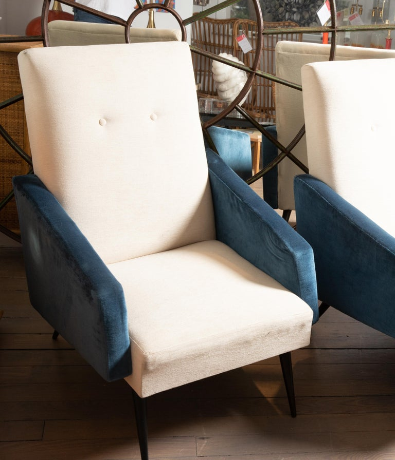 Mid-Century Modern Pair of Blue and White Upholstered Armchairs For Sale