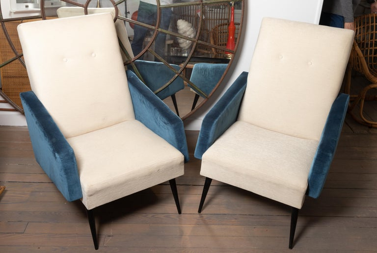 Pair of Blue and White Upholstered Armchairs In Good Condition For Sale In Bridgehampton, NY