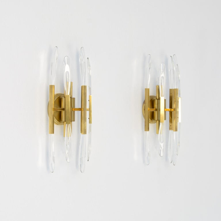 This pair of classical wall sconces was created and manufactured by Boulanger in Belgium. These high quality made wall lamps in brass are finished with crystal glass leaves, so the lamps create a beautiful fairylike light. These magnificent