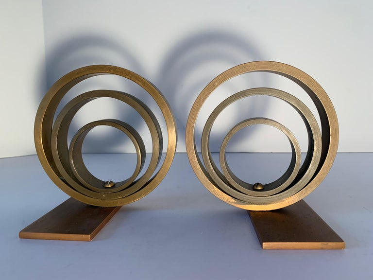 Pair of Brass and Copper Ring Bookends In Good Condition For Sale In Los Angeles, CA