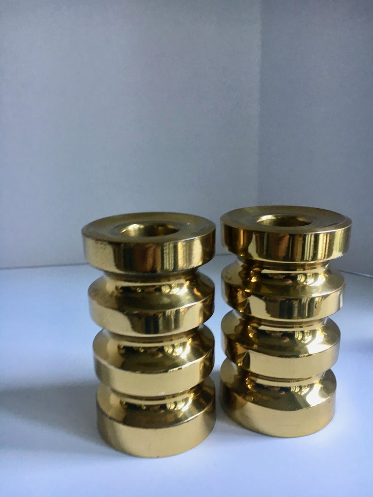 Pair of brass candlesticks - modern high polished brass candlesticks in very good condition - a handsome pair,