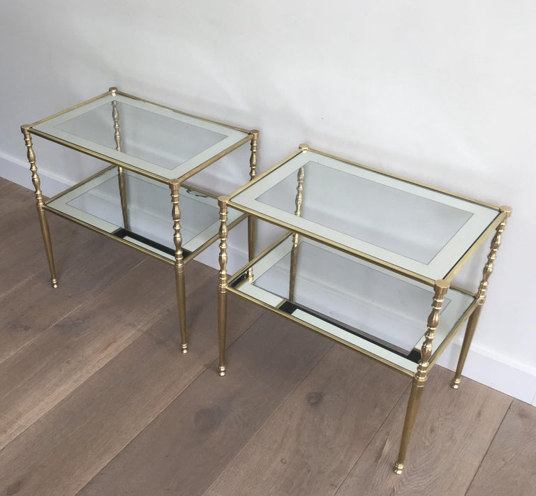 Pair of Brass Side Tables with Clear Glass Shelves Surrounded by Silvered Mirror In Good Condition For Sale In Marcq-en-Baroeul, FR