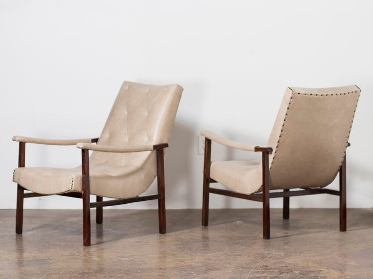 Designed by Gelli, a pair of modern Brazilian armchairs, rosewood, and leather.  Brazil, circa the 1950s.   Pair of armchairs made in Brazilian Rosewood (Jacaranda) and recently reupholstered in a high-quality beige pattern leather by the