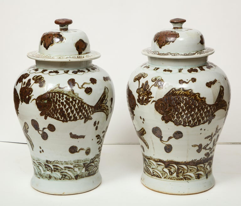 Porcelain Pair of Brown and White Ginger Jars For Sale