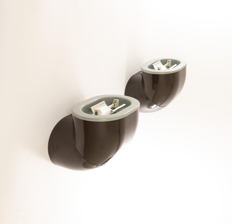 Mid-Century Modern Pair of Brown Gomito Wall Lamps by Gae Aulenti for Stilnovo, 1970s For Sale