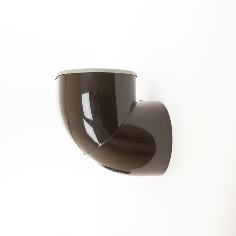 Italian Pair of Brown Gomito Wall Lamps by Gae Aulenti for Stilnovo, 1970s For Sale
