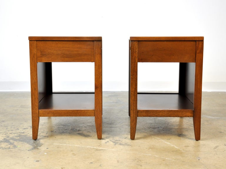 Pair of Broyhill Brasilia Walnut and Brass Nightstands or Side Tables In Excellent Condition For Sale In Miami, FL