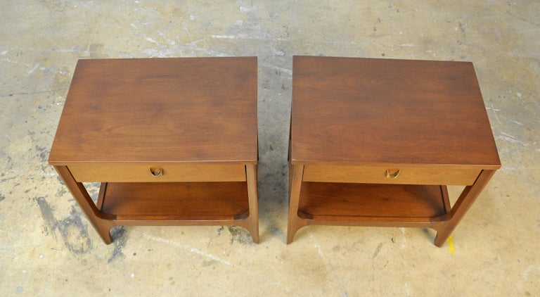 Pair of Broyhill Brasilia Walnut and Brass Nightstands or Side Tables For Sale 1