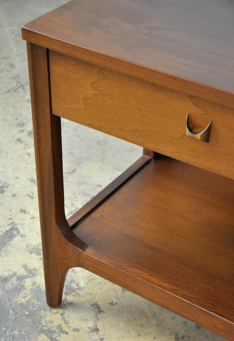 Pair of Broyhill Brasilia Walnut and Brass Nightstands or Side Tables For Sale 2