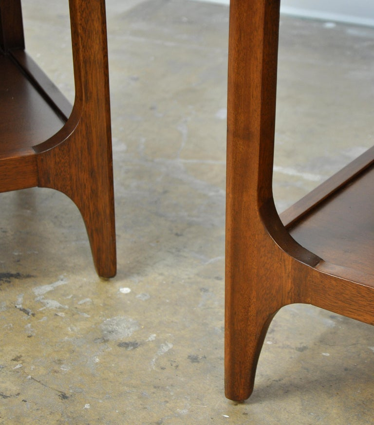 Pair of Broyhill Brasilia Walnut and Brass Nightstands or Side Tables For Sale 3
