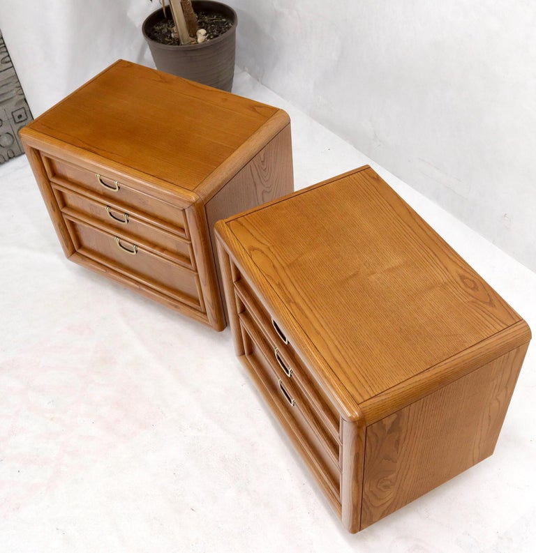 Oak Pair of Broyhill Three Drawer Nightstands End Side Tables For Sale