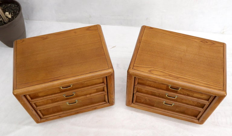 Pair of Broyhill Three Drawer Nightstands End Side Tables For Sale 1