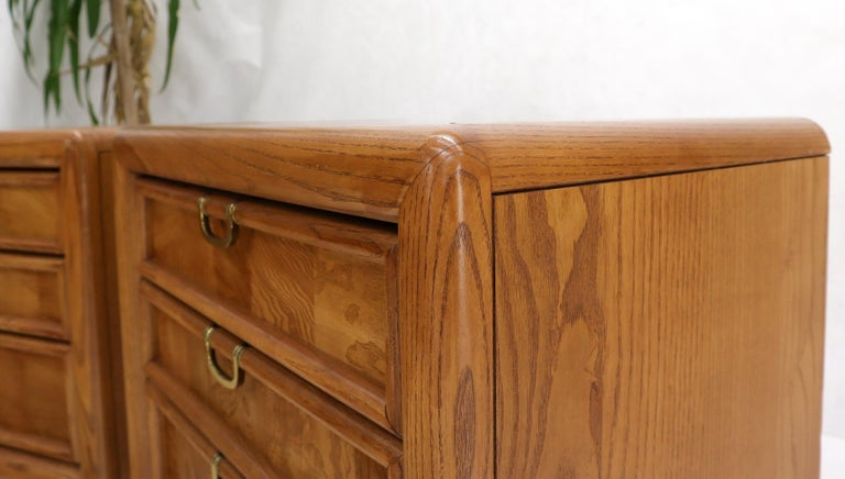 Pair of Broyhill Three Drawer Nightstands End Side Tables For Sale 2