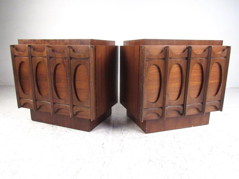 Mid-Century Modern Pair of Brutalist Modern Walnut Nightstands For Sale