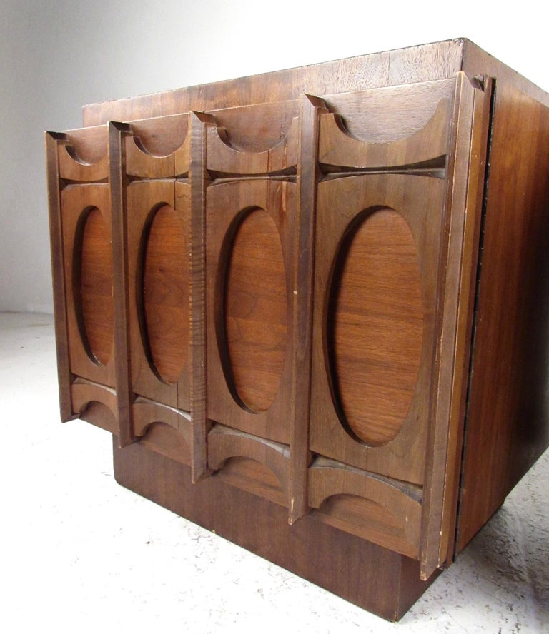 Pair of Brutalist Modern Walnut Nightstands In Fair Condition For Sale In Brooklyn, NY