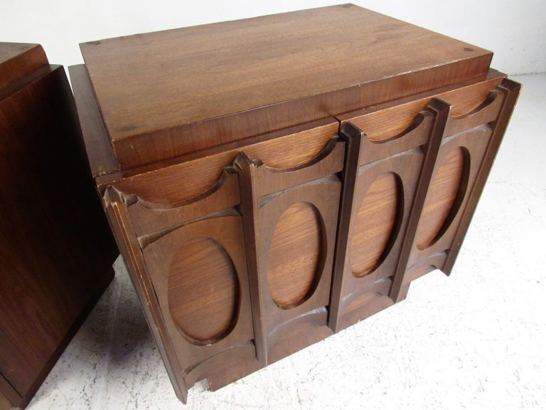 Late 20th Century Pair of Brutalist Modern Walnut Nightstands For Sale