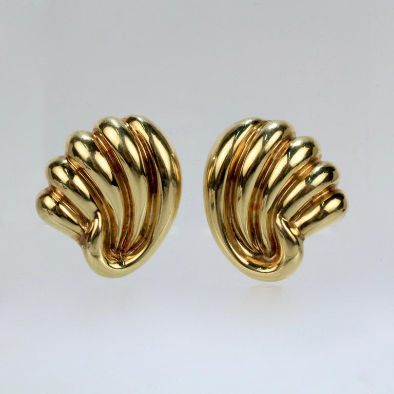 Modern Pair of Bucherer 18 Karat Gold Fan Shaped Clip Earrings For Sale