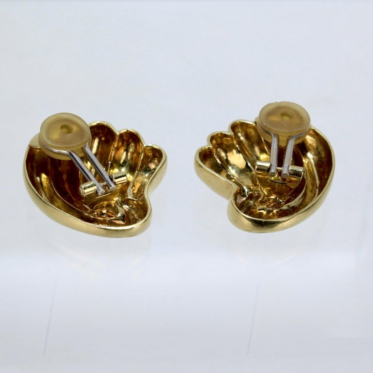 Pair of Bucherer 18 Karat Gold Fan Shaped Clip Earrings For Sale 1