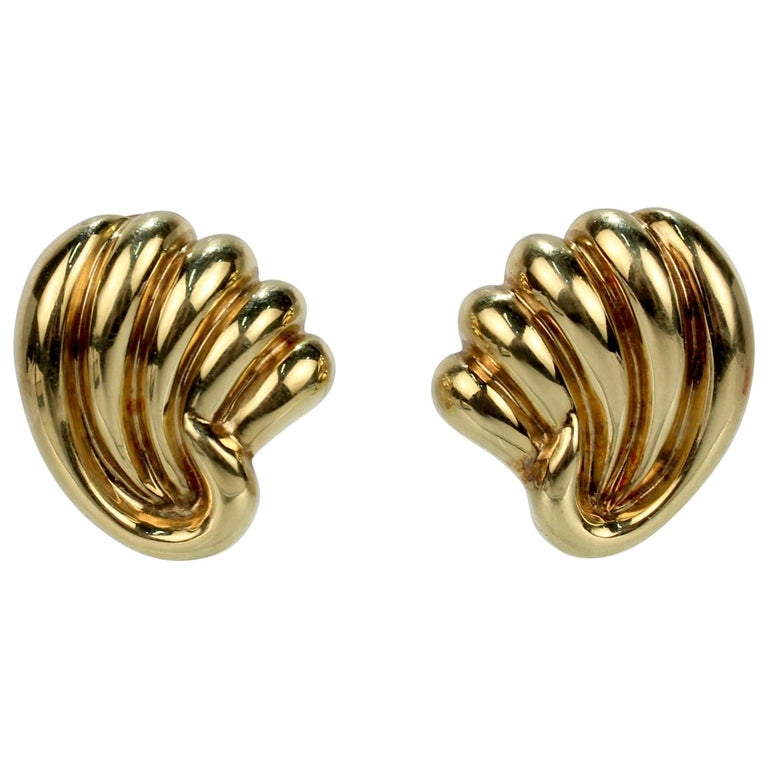 Pair of Bucherer 18 Karat Gold Fan Shaped Clip Earrings For Sale