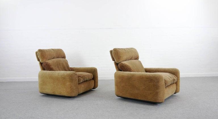 International Style Pair of Busnelli Piumotto Easy Chairs by Architect Arrigo Arrigoni, Italy