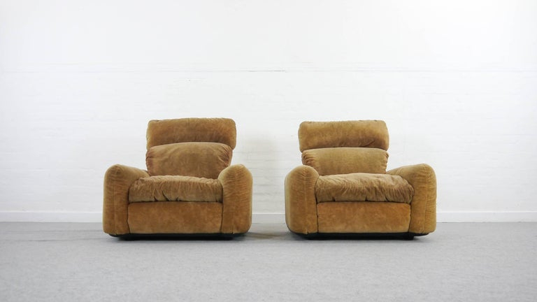 Pair of Busnelli Piumotto Easy Chairs by Architect Arrigo Arrigoni, Italy In Good Condition In Halle, DE