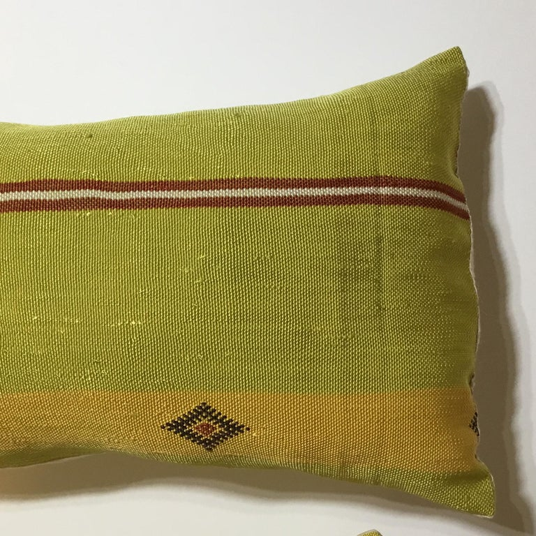 Pair of Cactus Silk Pillows In Good Condition For Sale In Delray Beach, FL