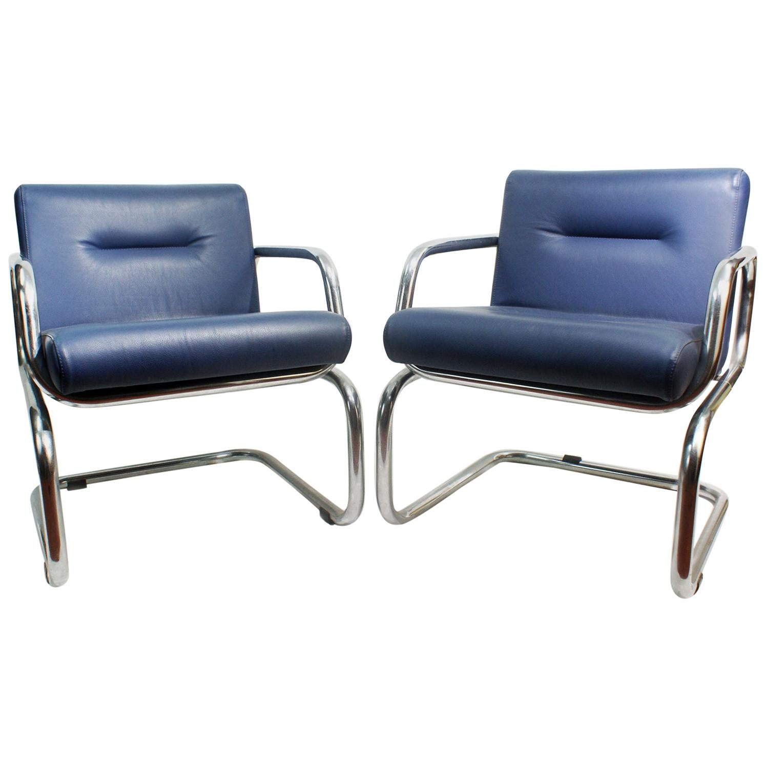 Pair of Cantilever leather Lounge Chairs Manufactured by Thonet in 1980