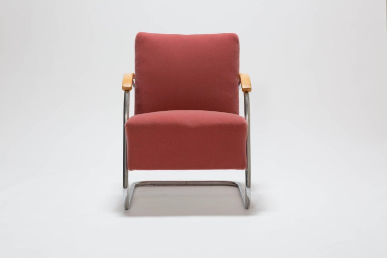 Pair of Cantilever Tubular Steel Armchairs by Thonet with Mohair Upholstery In Excellent Condition For Sale In Vienna, AT
