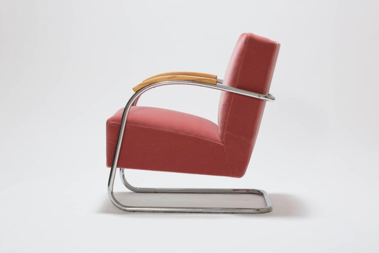 Mid-20th Century Pair of Cantilever Tubular Steel Armchairs by Thonet with Mohair Upholstery For Sale
