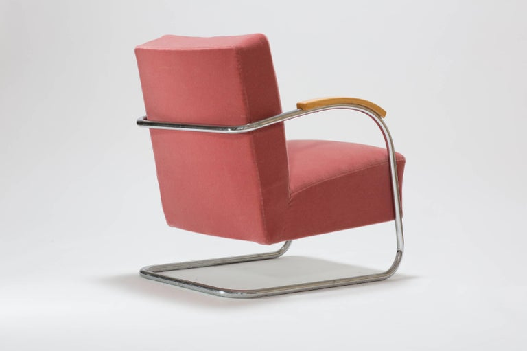 Pair of Cantilever Tubular Steel Armchairs by Thonet with Mohair Upholstery For Sale 1