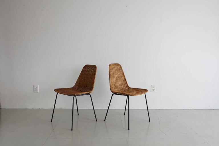 Mid-Century Modern Pair of Carlo Graffi Wicker and Iron Chairs For Sale