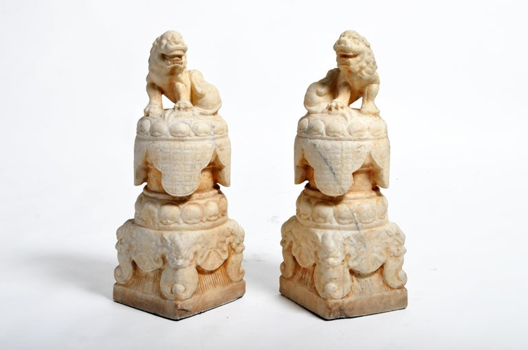 Pair of Carved Marble Fu Dogs on Pedestal For Sale 4