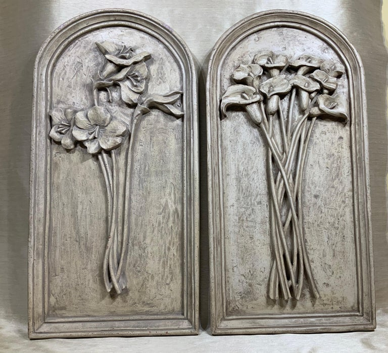 Pair of impressive wall hanging solid composition hand painted in grey, with two different bouquet or flowers.