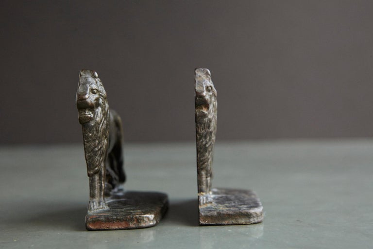 Pair of Cast Iron Lions Bookends, circa 1920s For Sale 2