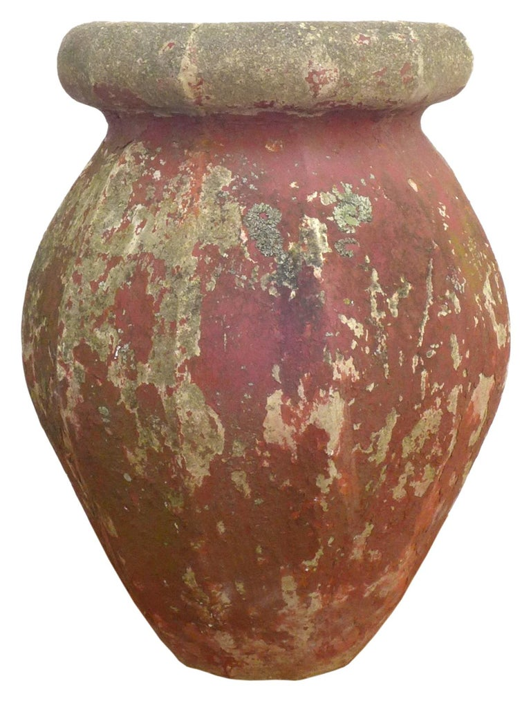 Pair of Cast Stone Urn Planters In Good Condition For Sale In Los Angeles, CA