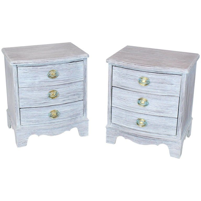 pair of chabby chic white painted three drawers nightstands lamp tables for sale at 1stdibs. Black Bedroom Furniture Sets. Home Design Ideas