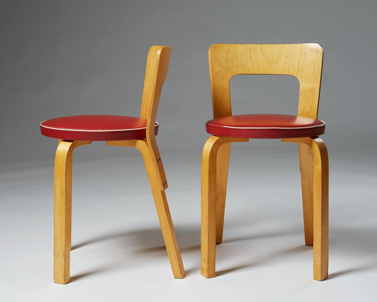 Scandinavian Modern Pair of Chairs and Stools Designed by Alvar Aalto for Artek, Finland, 1950s For Sale