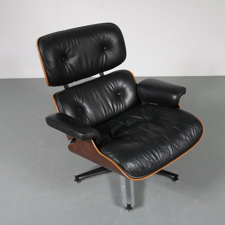 Pair of Charles and Ray Eames Lounge Chairs for Herman Miller, circa 1970 For Sale 4