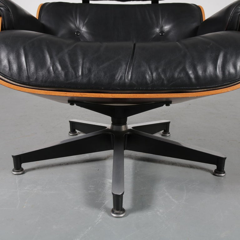 Pair of Charles and Ray Eames Lounge Chairs for Herman Miller, circa 1970 For Sale 8