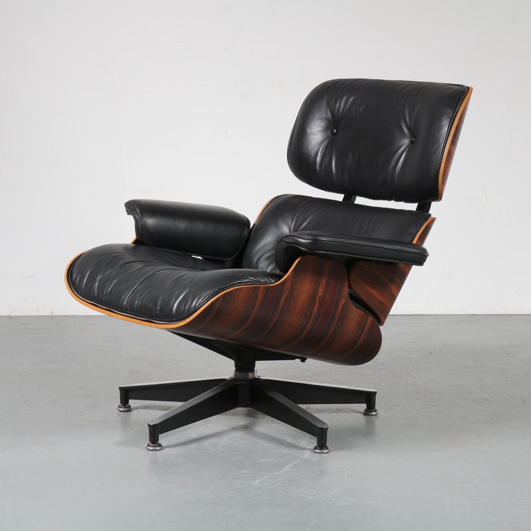20th Century Pair of Charles and Ray Eames Lounge Chairs for Herman Miller, circa 1970 For Sale