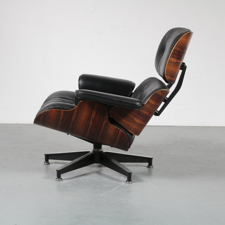 Leather Pair of Charles and Ray Eames Lounge Chairs for Herman Miller, circa 1970 For Sale