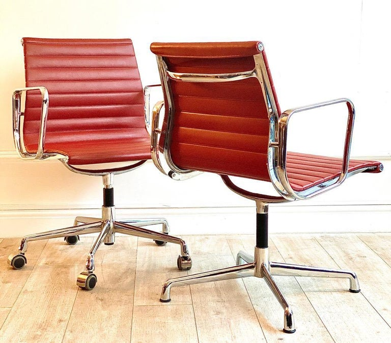 Pair of Charles and Ray Eames Office Chairs in Red Leather In Good Condition In London, GB