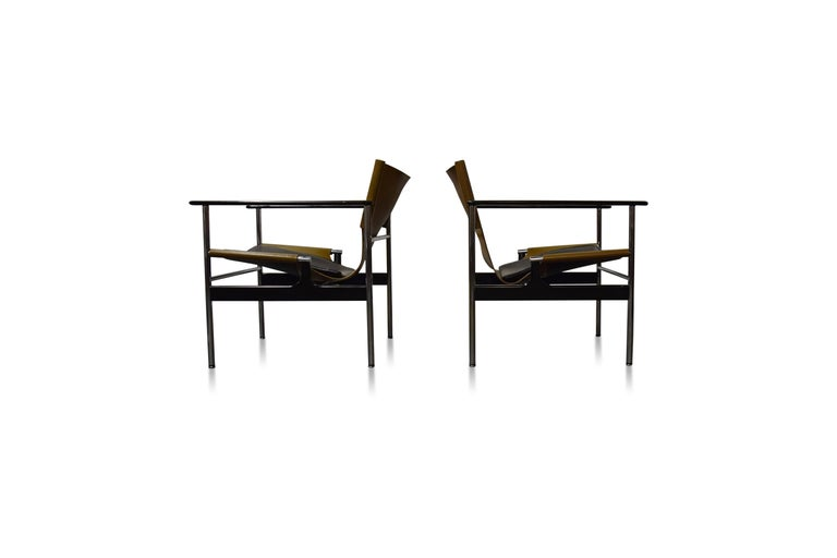 Mid-Century Modern Pair of Charles Pollock for Knoll Lounge Chairs For Sale