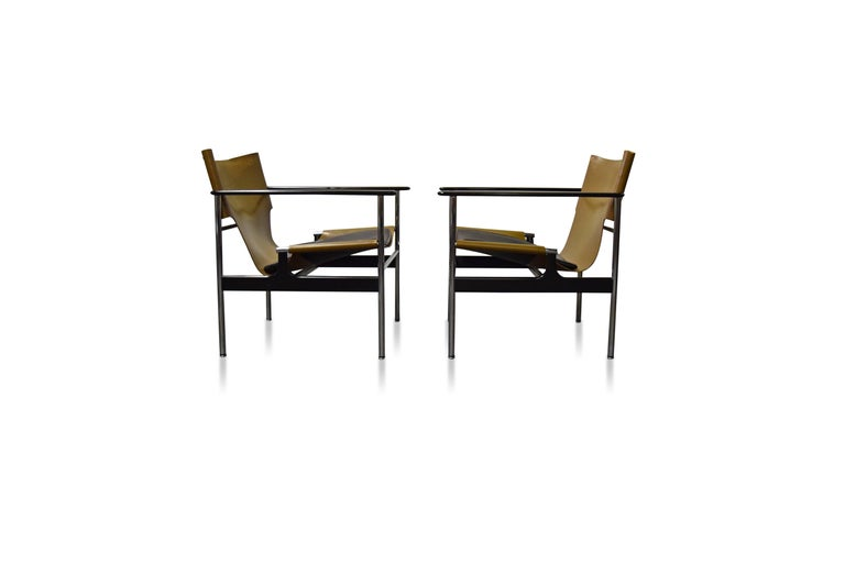 20th Century Pair of Charles Pollock for Knoll Lounge Chairs For Sale