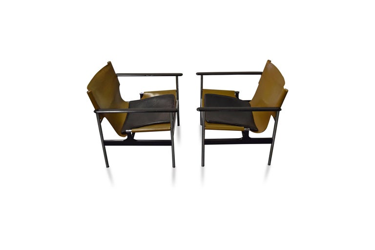 Pair of Charles Pollock for Knoll Lounge Chairs For Sale 1