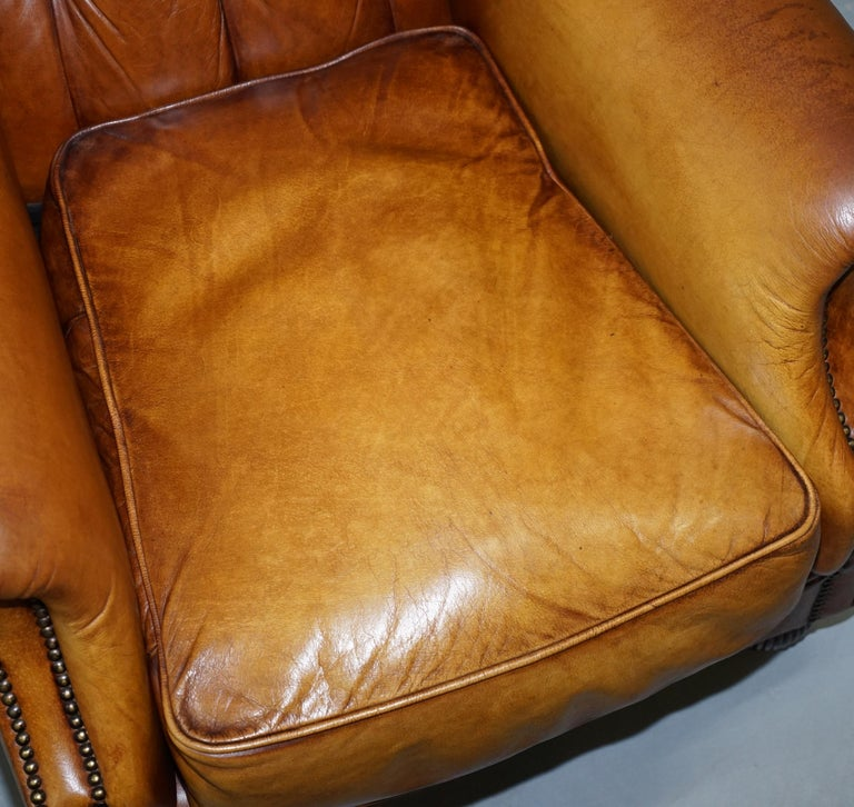Pair of Chesterfield Tetrad Oskar Aged Tan Brown Leather Buttoned Armchairs For Sale 3