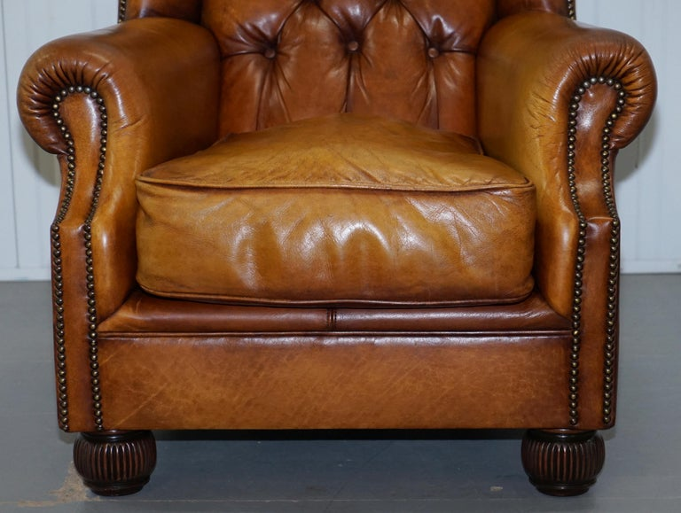 Pair of Chesterfield Tetrad Oskar Aged Tan Brown Leather Buttoned Armchairs For Sale 4